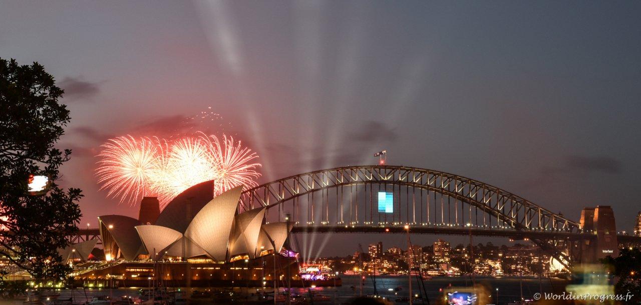 2015-12-31 20-43-46 Sydney NYE Firework
