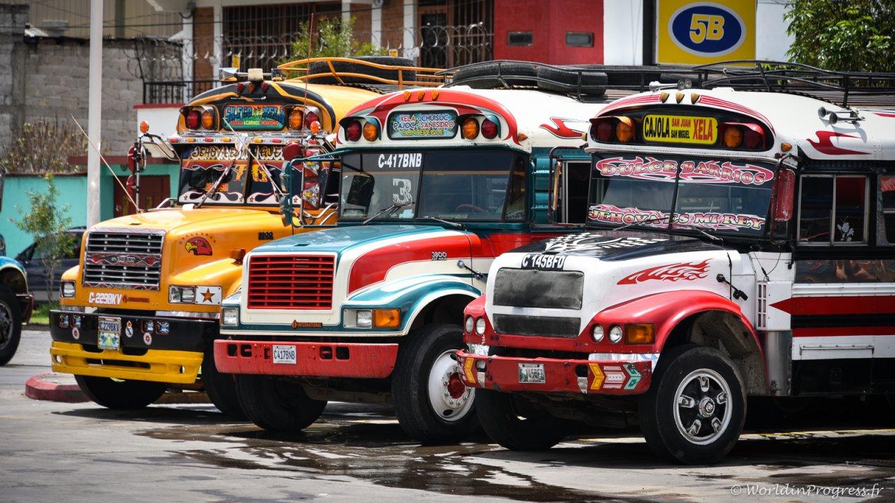 Les chicken bus